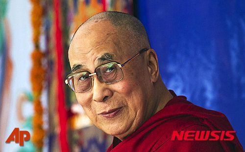 """달라이 라마 """"도덕적 원칙을 돈보다 중시하지 않으면 세상의 문제는 더욱 심각해질 것"""""""