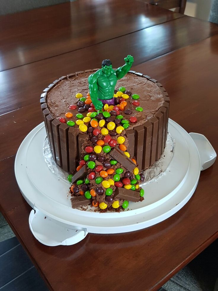 1000 Ideas About Incredible Hulk Cakes On Pinterest