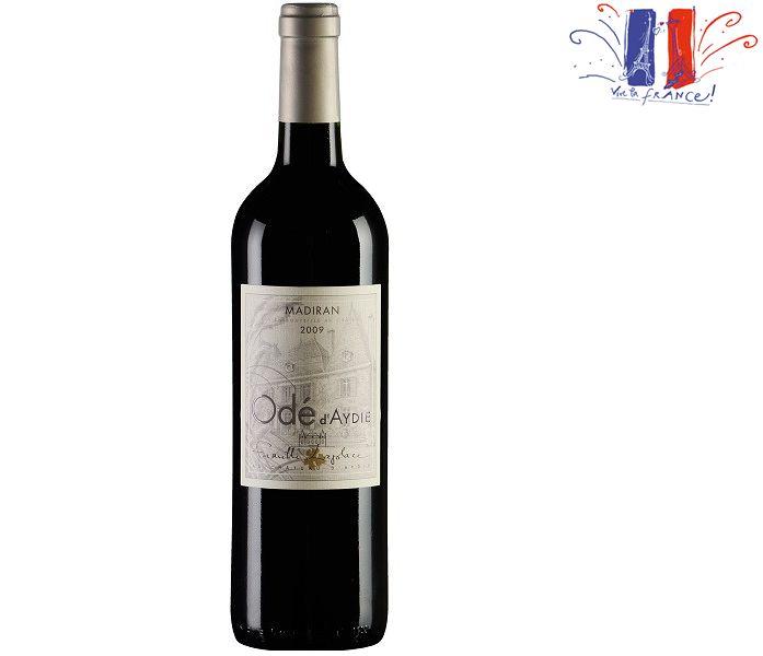 Fundado em 1759, o Château, que ainda possui algumas videiras pré-phyloxera, foi herdado pela família Laplace há três gerações. Desde então, as técnicas de cultivo e de produção vem sendo renovadas e melhoradas, aumentando a qualidade dos vinhos e divulgando a região de Madiran, berço da uva Tannat. Esta uva, que hoje é icônica no Uruguai, dá ao vinho cor intensa, potência, profundidade e volumeSobre oOdé d'Aydie 2011 750ml- Conteúdo:750 ml- Tipo:Tinto- Serviço:16ºC - 18ºCElaboração…