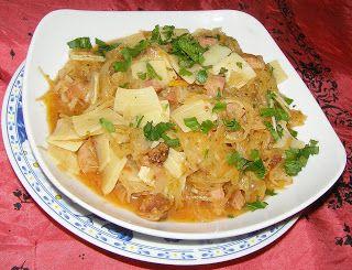 W Mojej Kuchni Lubię.. : makaron łazanki z kiełbasą w pomidorach...