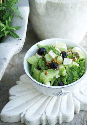 Σαλάτα με σταφύλια, πεπόνι και φέτα