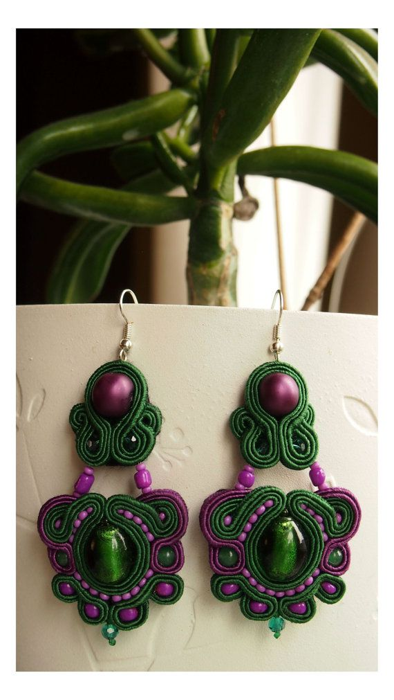 Hey, I found this really awesome Etsy listing at http://www.etsy.com/pt/listing/152833897/beautiful-soutache-earrings-with-green