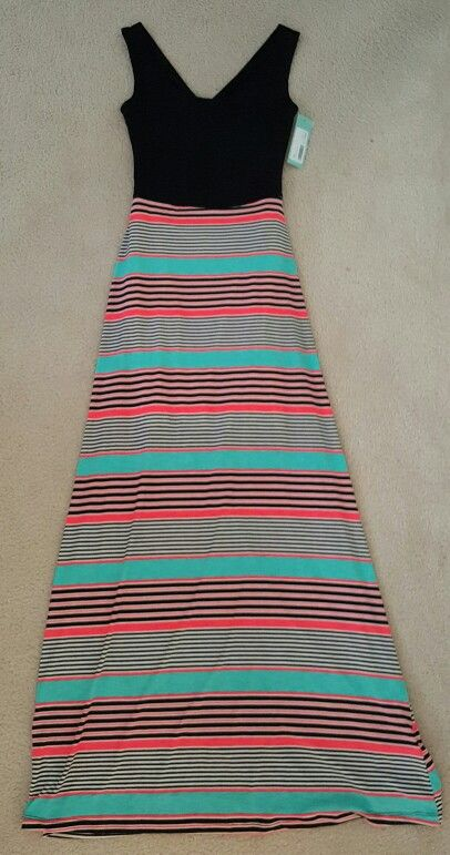 Stitch Fix #1 - Item #4 - Gilli Juri Maxi Dress $78.00. This is another item I was indecisive about for a while. I loved the fit, colors and it was really comfy. If I had a beach trip or cruise coming up it would have been perfect but overall I just didn't feel like I needed it or had to have it. Sent back!