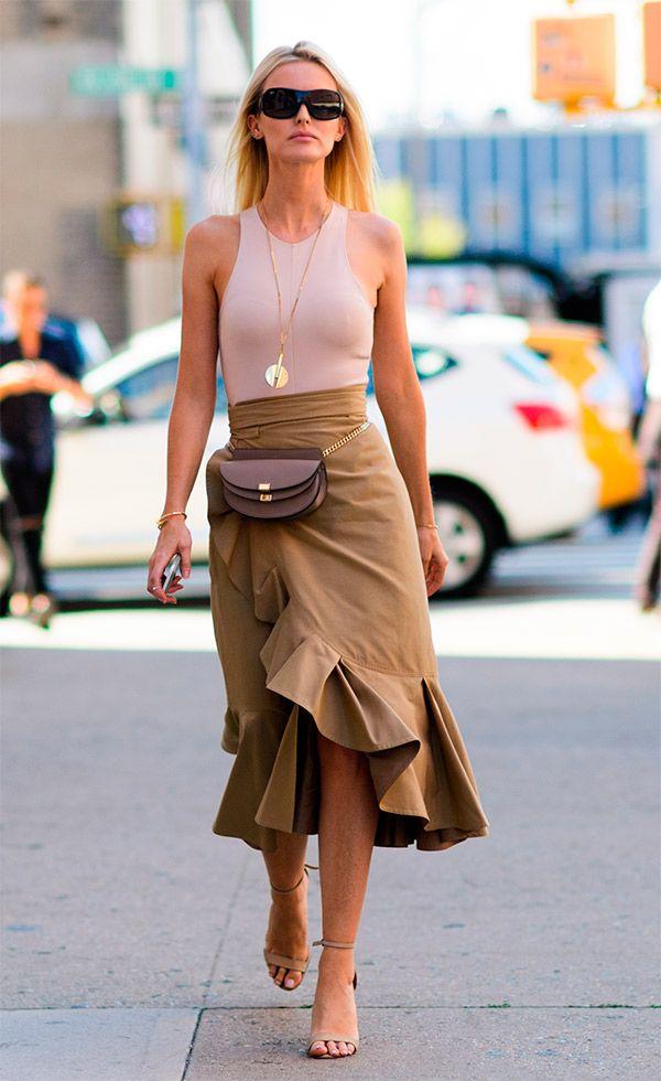 Street style look com body bege                                                                                                                                                                                 Mais