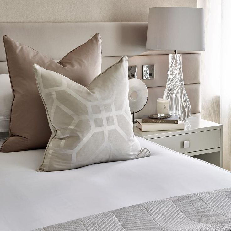 Happy Monday! Bedrooms are one of my favourite rooms to design and style and this week we'll be putting the finishing touches on our @holidayhouselondon bedroom so stay tuned to my stories later in the week. This is a guest bedroom at one of our Knightsbridge projects with a touch of subtle blush 💕#happymonday #interiordesign #interiorstyling #interiorarchitecture #luxuryinteriors #luxuryinteriors