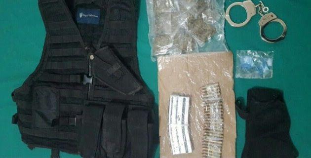 Elementos de la Policía Michoacán detuvieron en el municipio a un presunto implicado en delitos y la aseguraron droga, equipo táctico, cargador, cartuchos y vehículo. – La Piedad, Michoacán, 09 ...