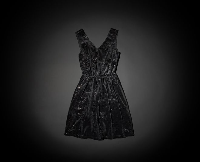 Dancing in the dark with a dazzling black party dress from VERO MODA.