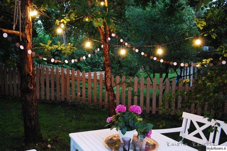 """Käyttäjän """"kuistinkautta"""" kuva virittää elokuun tunnelmaan ja pistää haaveilemaan puutarhajuhlista..  #styleroom #inspiroivakoti #puutarha #piha #ulkovalaistus"""