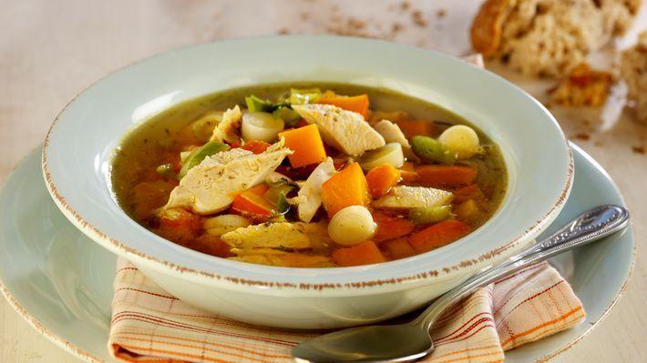 Klar kyllingsuppe med gresskar og lime