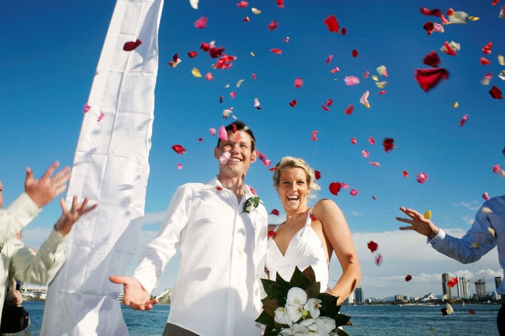Beautiful wedding photo of fabulous couple by acclaimed photographer David Nielsen  www.davidnielsen.com.au