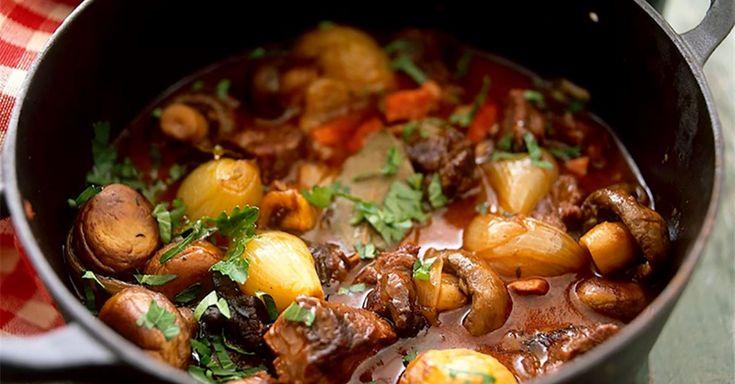 Finns det något godare på hösten än en mustig gryta? kött eller vegetarisk, snabbfixad eller ett riktigt lååångkok. Här bjuder vi på 5 grymma recept.