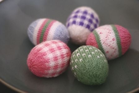 Fair isle easter eggs!  This blog links to the original site (which I would pin, but this photo is beautiful).