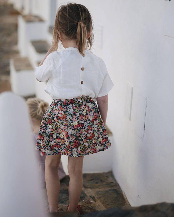 """435 """"Μου αρέσει!"""", 10 σχόλια - c l a u d i (@travel.little.one) στο Instagram: """"in love with all these cute streets and traditional white houses  which are a perfect {and quite…"""""""