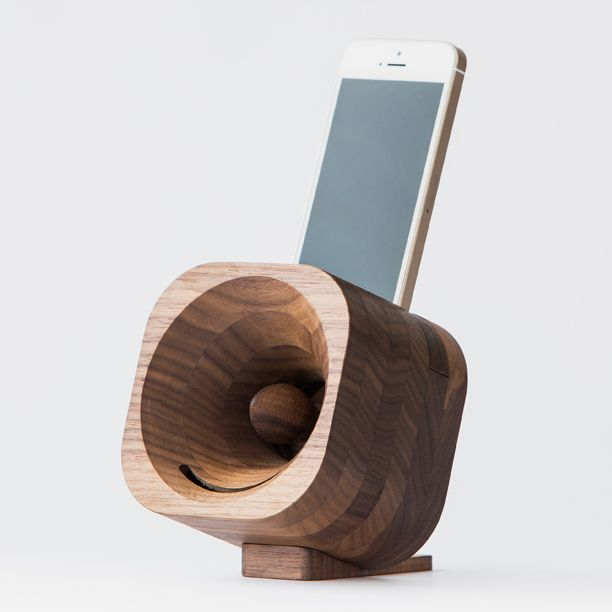 STAND 536 » A wooden amplifier that enhances your phone's sound in style, without batteries or electronic components.