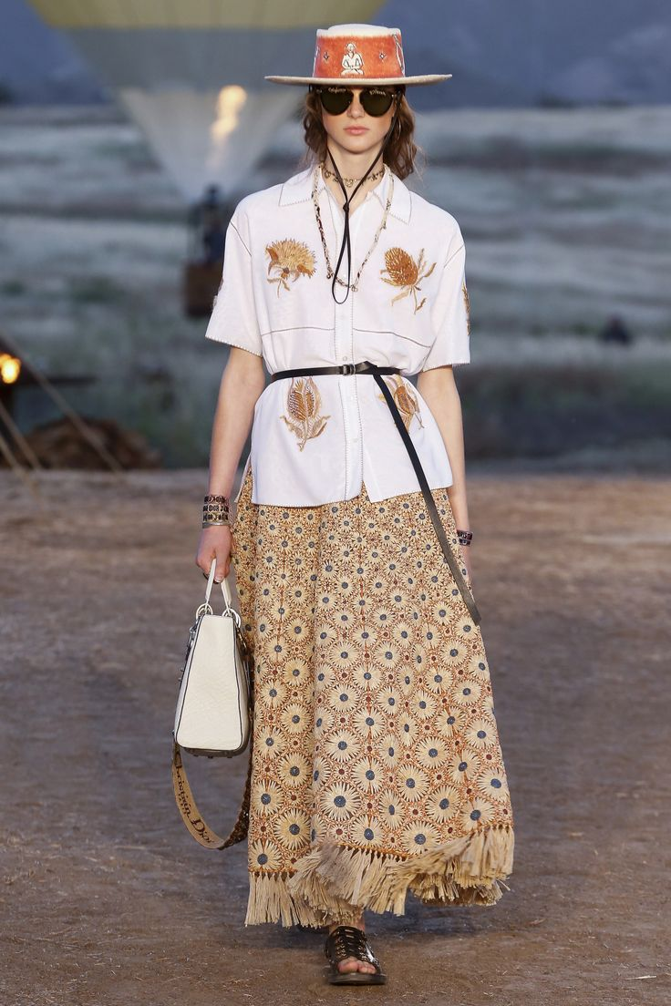 See the complete Christian Dior Resort 2018 collection.