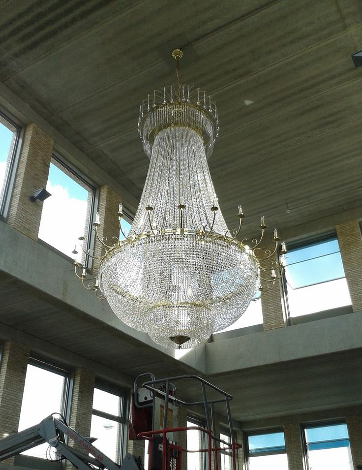 It took a few days to only attach the chandelier, but the result is definitely worth it!