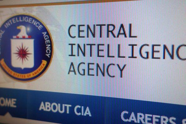 Wikileaks vuelve a la carga. Y lo hace para denunciar un nuevo caso de supuestos abusos por parte de la CIA.Los servicios de inteligencia norteamericanos.De la documentación, que ha sido filtrada en las últimas horas, se deduce que la CIA usa habitualmente diferentes herramientas para hackear ordenadores con Windows. La nueva entrega que acaba de dar a conocer WikiLeaks se compone de una serie de 27 documentos.En estos se describe...