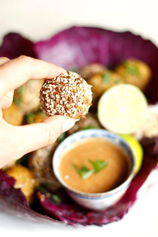 Raw Falafel met Pinda & Limoendip – by Sjoerd
