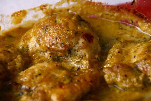 Världens bästa kyckling  Vispa samman 0,5 dl lönnsirap, 1 dl dijonsenap, 1 msk sherryvinäger (eller annan vinäger) och 0,5 tsk rosmarin. Salta och peppra 500 g kycklinlårfiléer och lägg i en smörad form. Slå över senapssåsen och vänd kycklingen så att den helt täcks. Ställ in i ugn på 200°. Efter cirka 40 minuter är det hela klart.