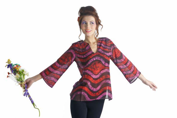 Blusa en  100% Seda pintada a mano con la técnica del Batik. Diseño exclusivo!!!!