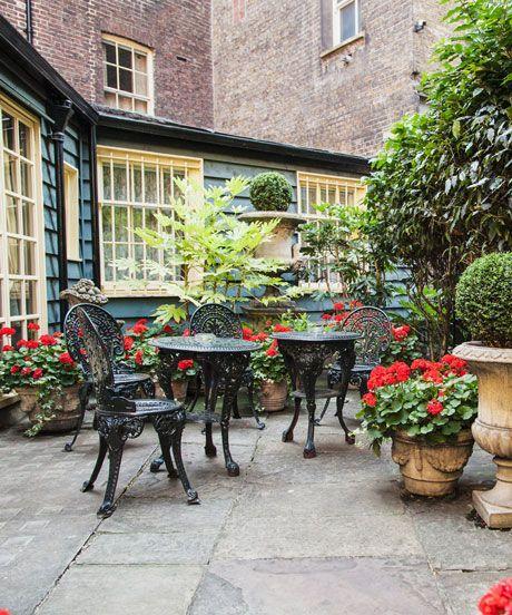 10 London Outdoor Restaurants You've Got To Book NOW #refinery29  http://www.refinery29.com/london-outdoor-restaurants-bars