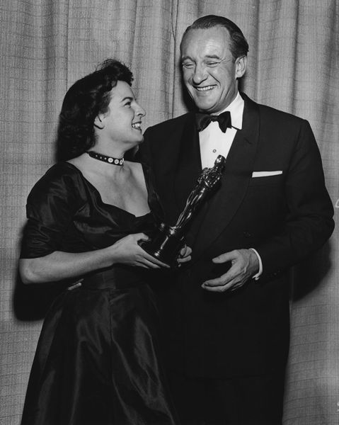 "Best Supporting Actor George Sanders (""All about Eve"") with presenter Mercedes McCambridge."
