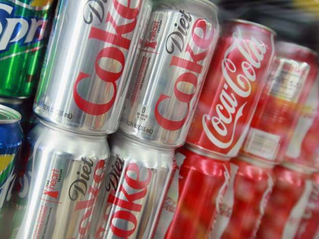 Diet Coke warning: Two cans of fizzy drink a day 'could increase heart failure risk'