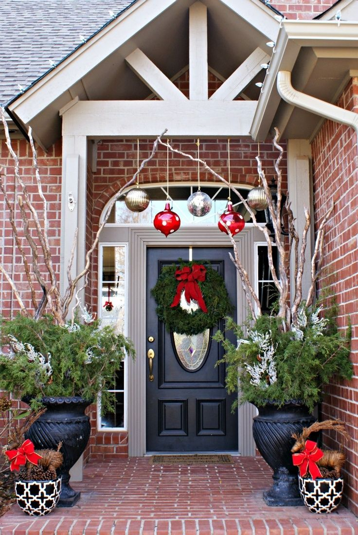 80 awesome christmas porch and entry decorating ideas style estate - Outdoor Front Entry Christmas Decorating Ideas