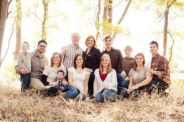 Large family photo picture for Photoshoot ideas for groups