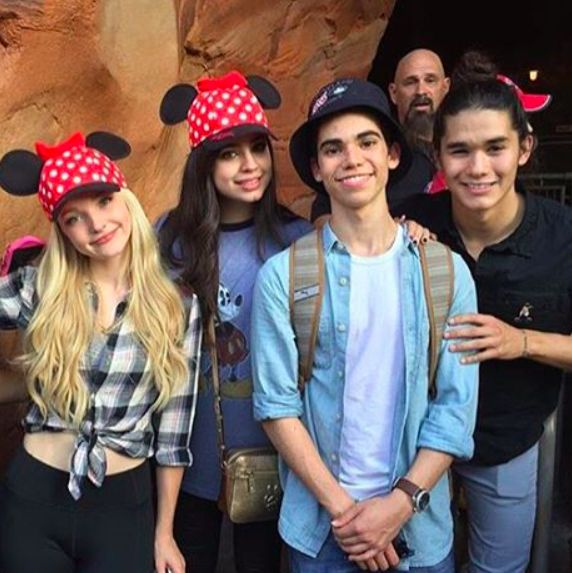 The cast of descendants in Disney land