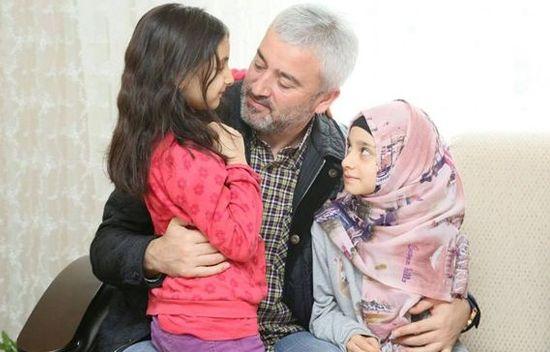Erdoğan'dan şehit ailesine ev - Erdoğan, Ordu Büyükşehir Belediye Başkanı Enver Yılmaz'a talimat vererek şehit eşi ve çocukları için bir ev alınması talimatını verdi