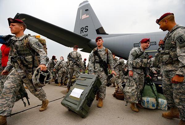 Les #USA envoient instructeurs, soldats, armes et argent à l'#Ukraine brune de #Porochenko
