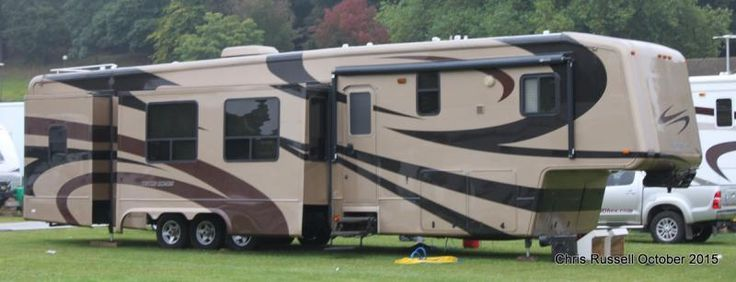 Fifth wheel trailer owned by showman