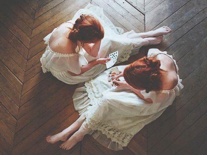 Doppelgänger, i ritratti di una ragazza e della sua gemella immaginaria. #photography