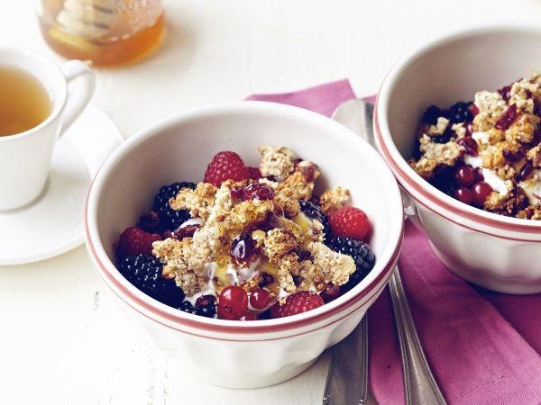 Fruitsalade met yoghurt en granola
