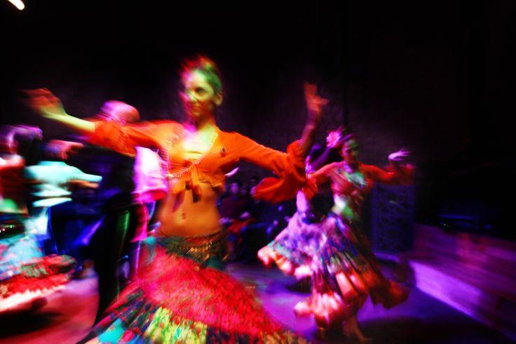 Em Istambul é possível ver vários tipos de danças turcas. Os espectáculos mais conhecidos são os dos derviches, uma cerimónia Sema, no entanto há mais opções. Derviches Os Mevlani, derviches rodopiantes, são os seguidores de Mevlana Jelaleddin Rumi, que nasceu em 1207 no seio de uma família de teólogos. Fundou a ordem Mevlana Sufi, que …