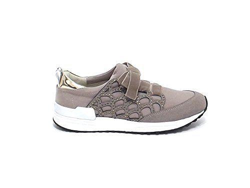 Liu Jo donna, articolo 9134, sneaker in velluto colore tortora nr 38 A6102 in OFFERTA su www.kellieshop.com Scarpe, borse, accessori, intimo, gioielli e molto altro.. scopri migliaia di articoli firmati con prezzi in SALDO #kellieshop Seguici su Facebook > https://www.facebook.com/pages/Kellie-Shop/332713936876989