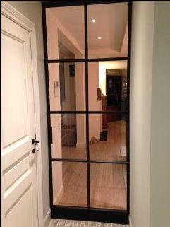 Enkele deur | akoestische beglazing | matzwarte textuurlak | afwerking monumentstijl | tijdloze handgreep | snapslot eigen ontwerp   Ook interesse? Neem vrijblijvend contact op: kristof.syryn@emts.be #steel #black #door #porte #noir #modern #design #handmade