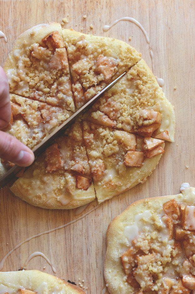 Apple Streusel Breakfast Pizza | 18 Breakfast Pizzas That Want To Wake Up Next To You