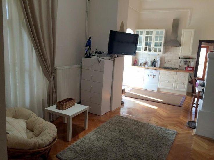 Pécs belvárosában a Király utcában polgári lakás eladó!