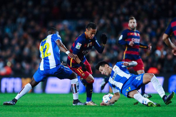 Neymar of FC Barcelona competes for the ball with Hernan Perez (L) and Pape Diop of RCD Espanyol during the Copa del Rey Round of 16 first leg match between FC Barcelona and RCD Espanyol at Camp Nou on January 6, 2016 in Barcelona, Catalonia.