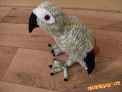 háčkovaný papoušek