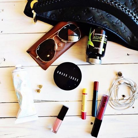 Moms on the go...we're right there with you! What's in your bag? #ItWorksAdventure