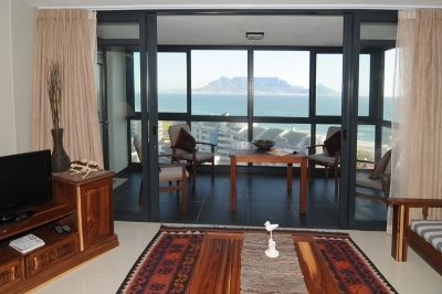 Bloubergstrand, Cape Town Self Catering Accommodation - Stunning views of Table Mountain, the sea and half a block to the beach. Sleeping 4 guests and offering everything needed to ensure a memorable experience in comfortable self catering accommodation.  With the rooftop swimming pool, gym, complimentary internet in the lobby plus health spa, Aquarius 904 is ideal for both the business and leisure travellers.