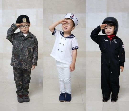 October 1 is Armed Forces Day in South Korea, and the Song triplets Daehan, Minguk, and Manse are honoring members of the military in their own adorable way! Their father Song Il Gook posted a photo of the trio to his Twitter on October 1, which also happens to be his birthday. He writes as the capt...