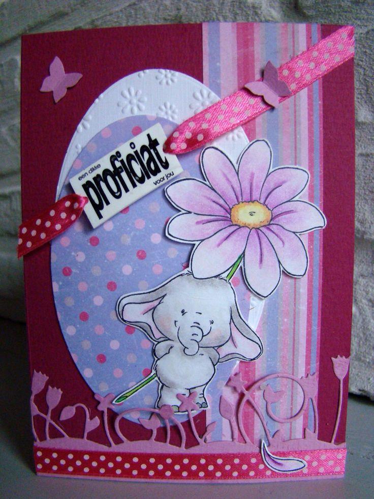 Clearstamp van Wild Rose Studio nl Bella with Daisy ingekleurd met Derwent Coloursoft kleurpotloden, memorybox mal