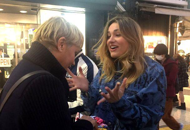 Sasha viaja como modelo e Xuxa acompanha os bastidores da campanha  (Foto: Exclusiva da Glamour)