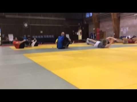 ▶ Lasten näköistä voimaharjoittelua keskivartaloa - YouTube