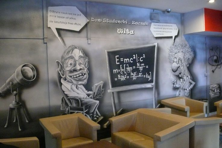 Mural Albert Einstein vs Stephen Hawking. Mural przedstawiający śmieszną scenkę z dwoma najwybitniejszymi umysłami świata Arbertem Einstjnem twórcą teorii względności  oraz Hawkingiem ojcem mechaniki kwantowej. Scenka przedstawia konfrontację naukowców nad pewnym zadaniem z błędem. Mural wykonany dla Politechniki Warszawskiej.