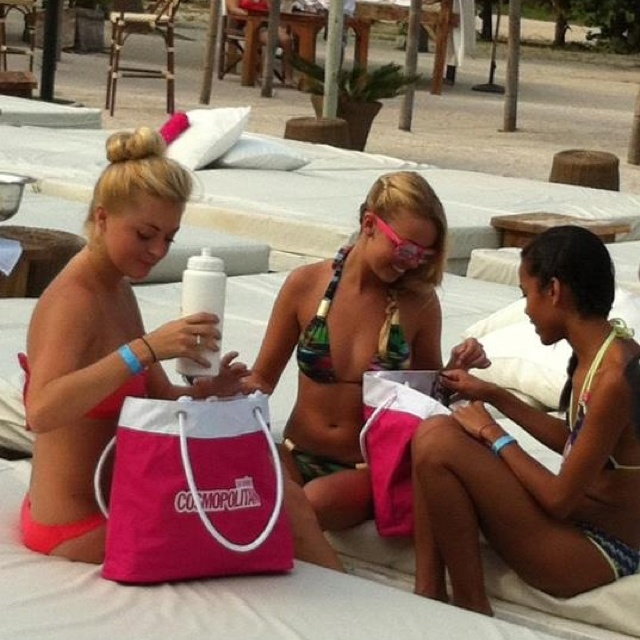 L*Space girls Enjoying our goody bags! xoxo, AliYo